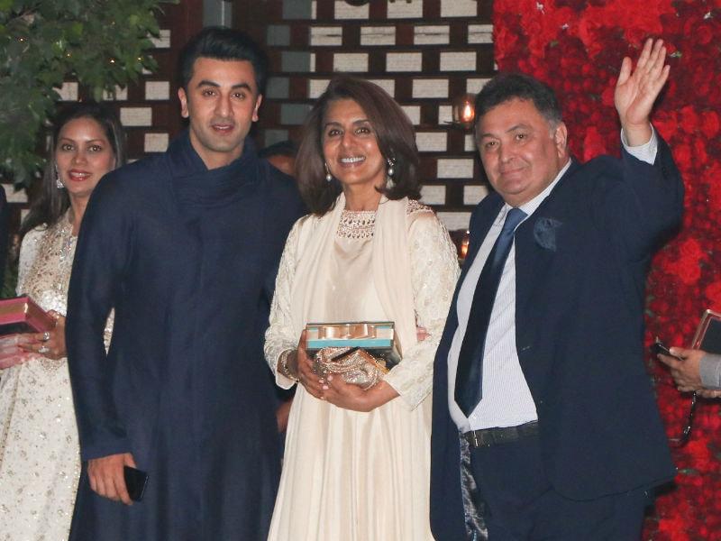 Photo : Rishi Kapoor, Neetu And Son Ranbir Party Together