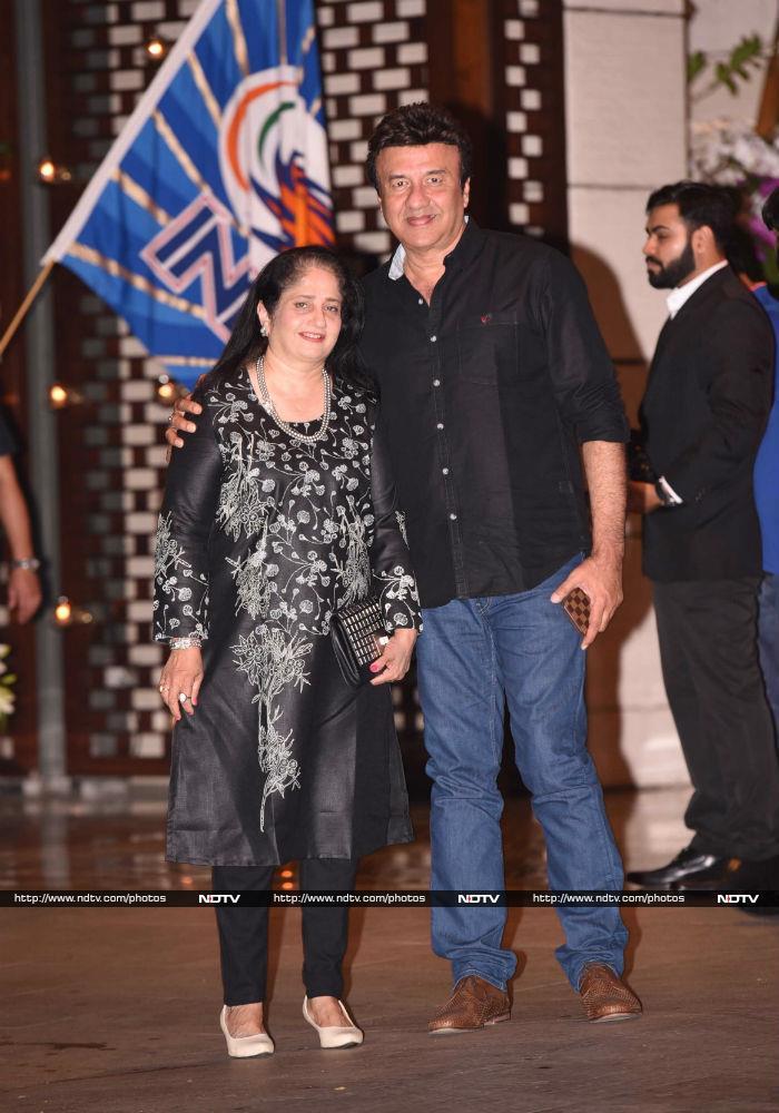 मुंबई की जीत की खुश मनाने अंबानी की पार्टी में पहुंचे बिग बी और सचिन