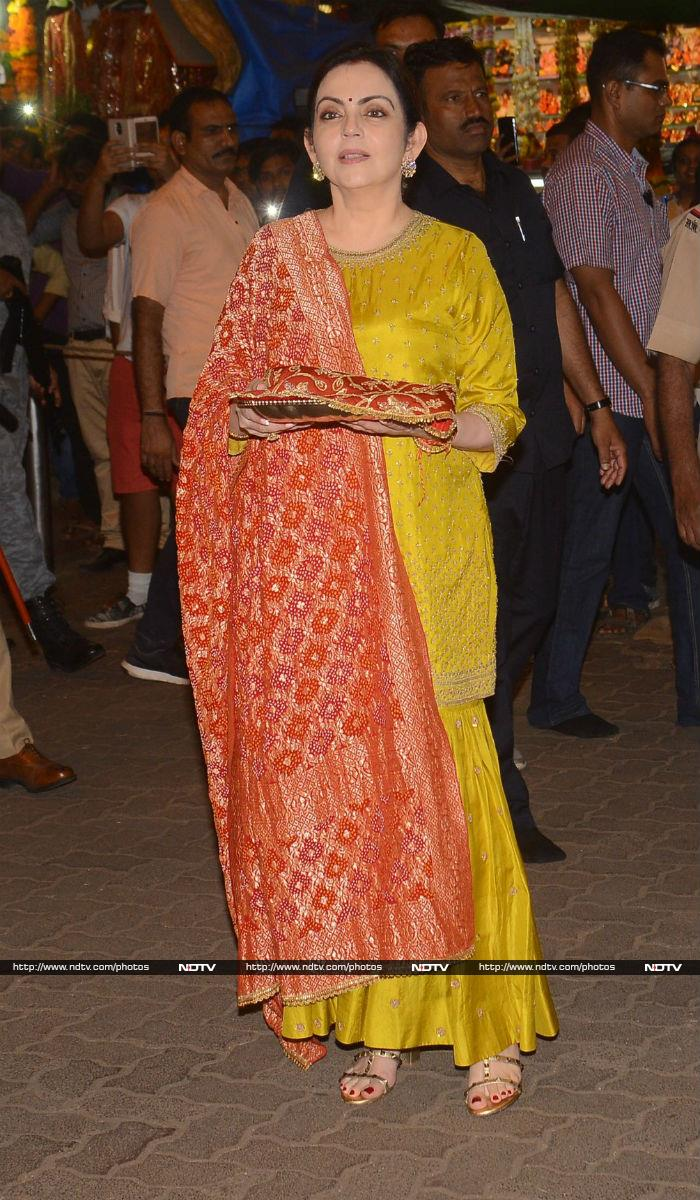 Ambanis Begin Preparation For Isha\'s Wedding. First Stop - Siddhivinayak Temple