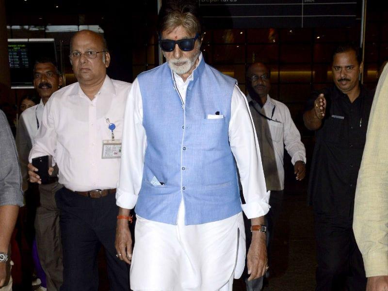 Photo : एयरपोर्ट पर ब्लू जैकेट में दिखा बिग बी का दमदार अंदाज