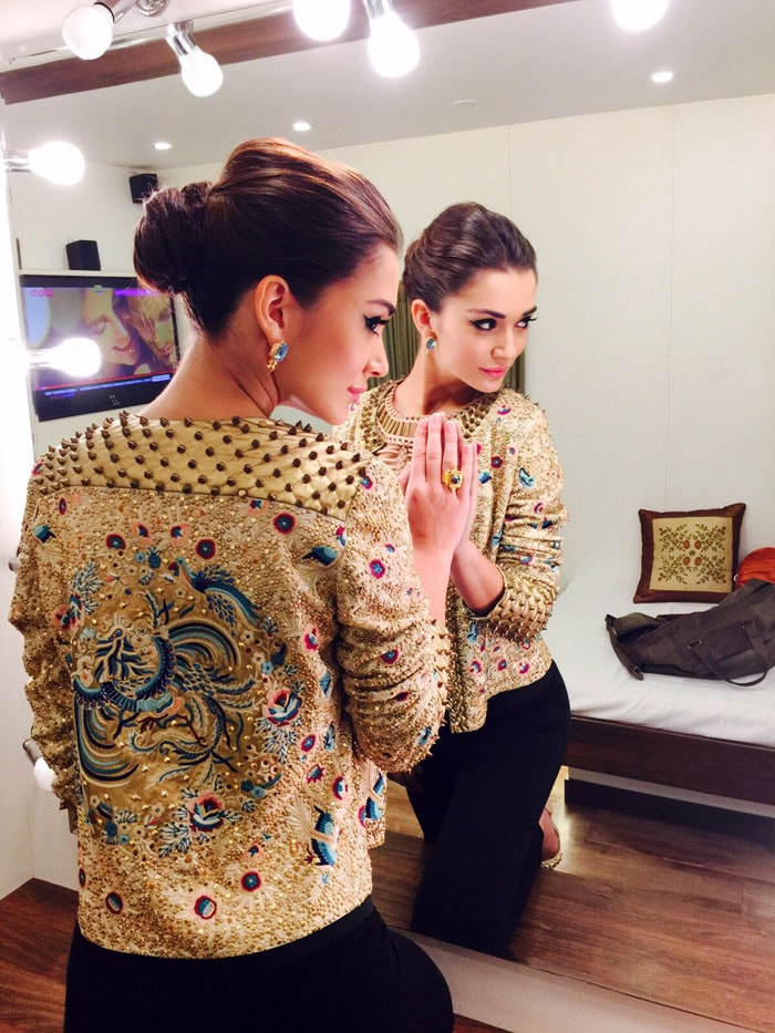 Amy\'s Journey to \'Queen of Bliing\' With Help from Pakistani Designer