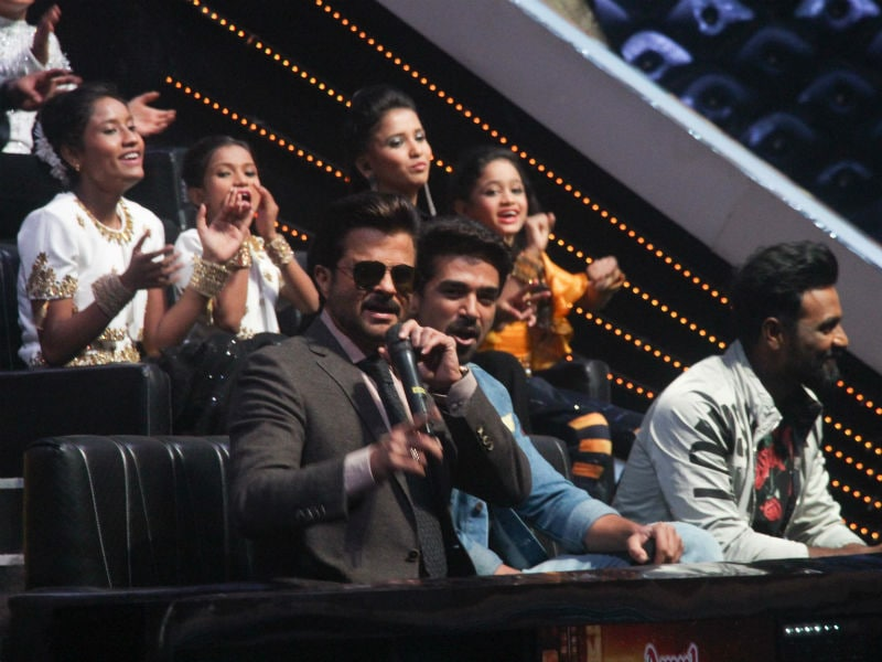 Photo : Anil Kapoor, Salman Khan Introduce Race 3 Swag To The Little Masters