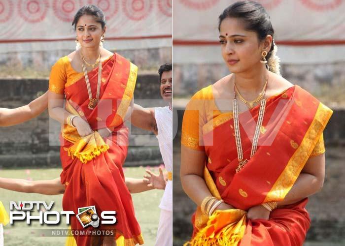 Red hot Anushka in Siva Thandavam