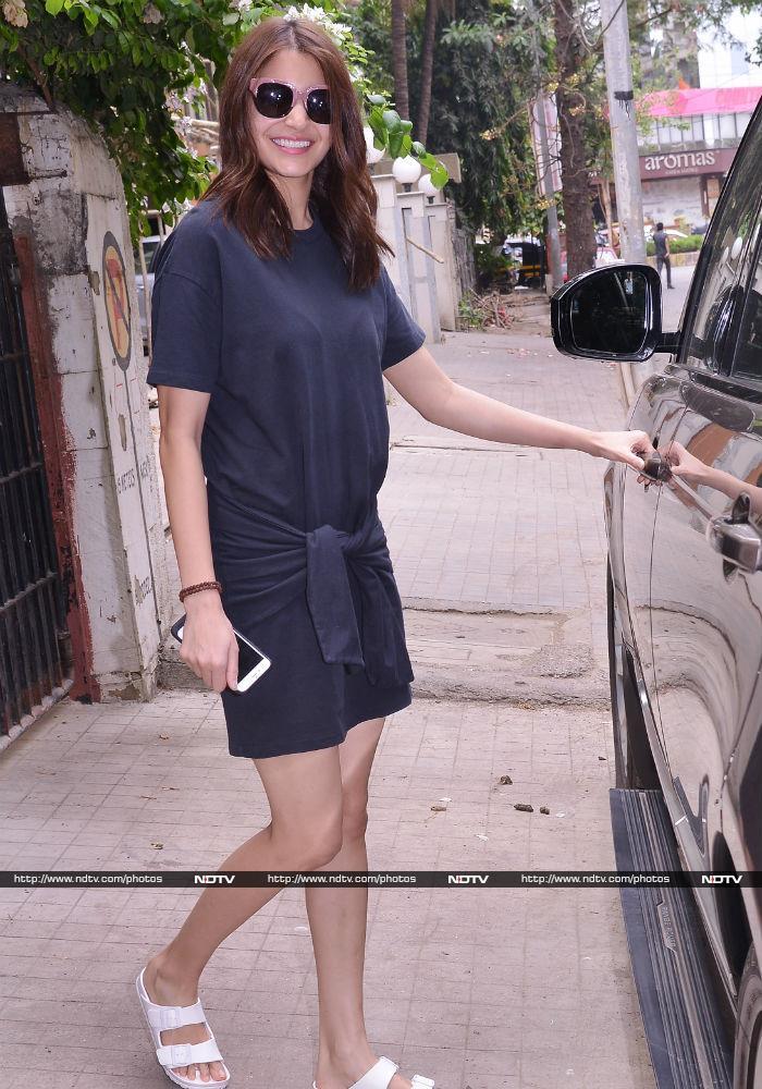 Anushka Sharma Looks Gorgeous In Blue