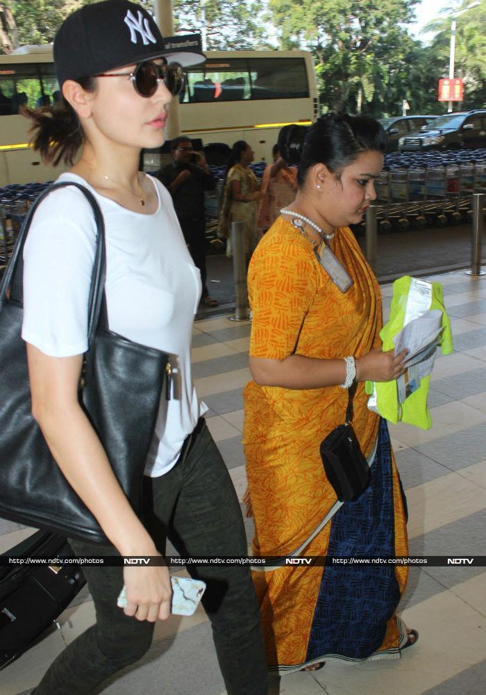 Anushka Sharma, Virat Kohli\'s Airport Talkies
