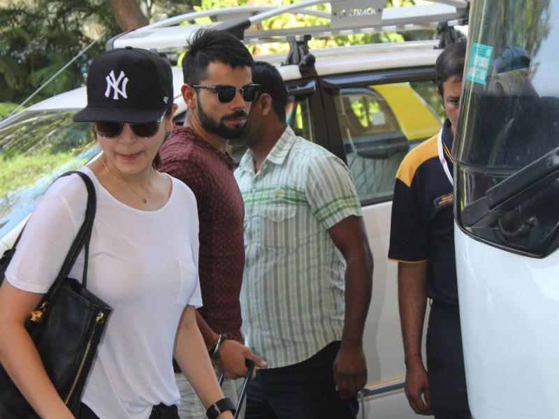 Anushka Sharma, Virat Kohli's Airport Talkies