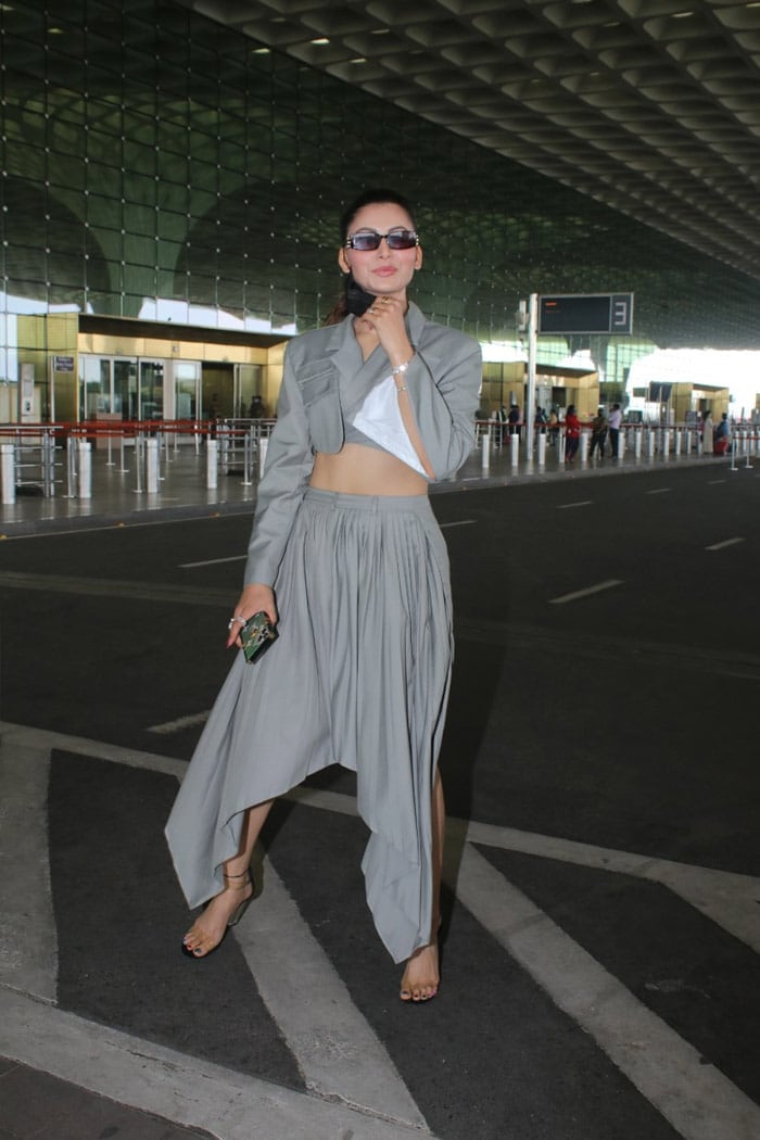 Sara Ali Khan Returns To Mumbai With Brother Ibrahim And Mom Amrita