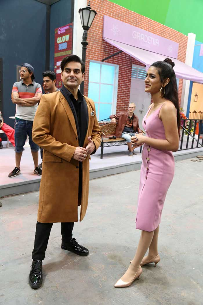 अरबाज खान के साथ 'श्रीदेवी बंगलो' की शूटिंग में बिजी हैं प्रिया प्रकाश वारियर