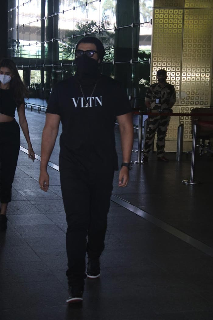 Ek Villain Arjun Kapoor Returns To Mumbai With Co-Star Tara Sutaria
