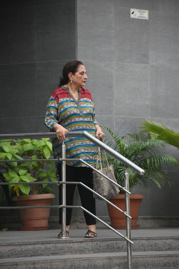 Salman Khan\'s Sister Arpita Khan Sharma Welcomes Baby Girl, Arbaaz Khan, Giorgia Andriani And Khandaan Visit Her At Hospital