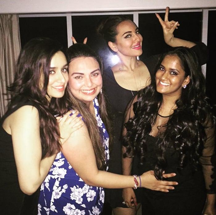 Inside Pics of Salman\'s Birthday Party For Sister Arpita