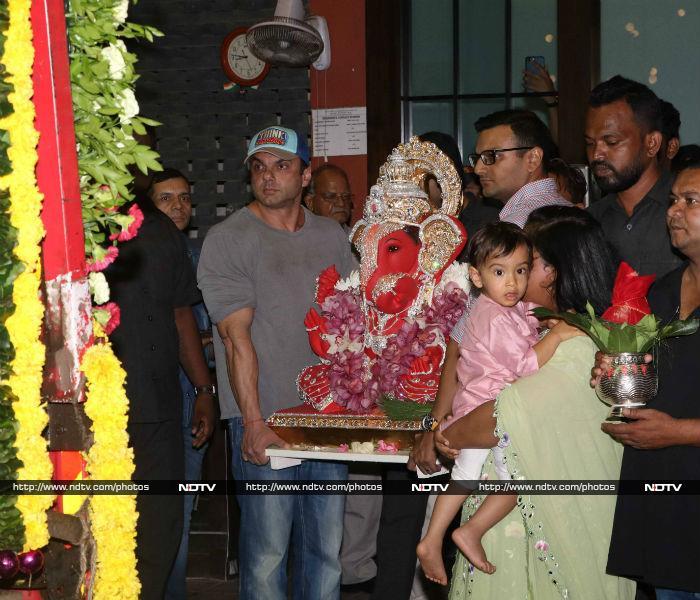 Arpita And Ahil Celebrate Ganpati Visarjan