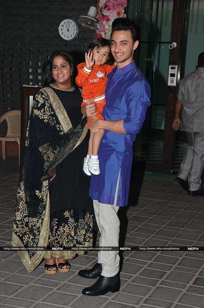 Famjam At Arpita\'s Diwali Dinner: Salman, Arbaaz, Sohail Spotted