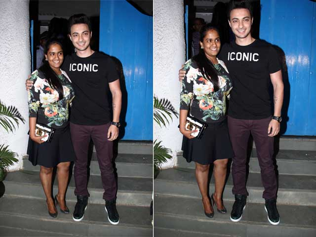 Arpita, Aayush's Dinner Date, Sans the Khan-daan