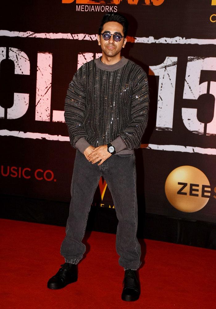 आयुष्मान खुराना की 'आर्टिकल 15' की स्पेशल स्क्रीनिंग में पहुंचे शाहरुख, जानें कौन-कौन पहुंचा...