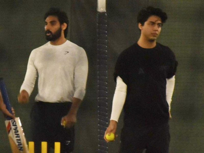 Photo : क्रिकेट मैदान पर स्पॉट किए गए आर्यन खान और अहान शेट्टी