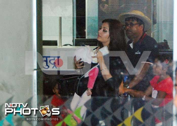 The Bachchans welcome Aishwarya and Aaradhya home