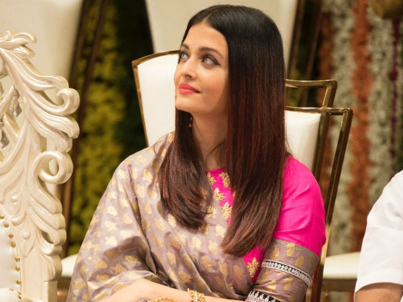 Oh, Nothing. Just Aishwarya Rai Bachchan Looking Pretty, As Always