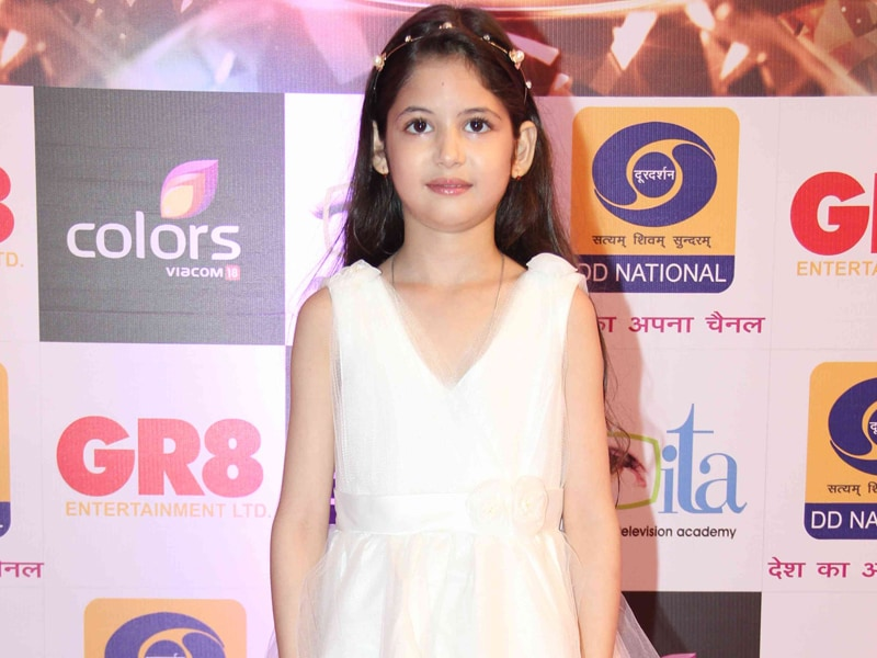 Bhaijaan's Munni Makes New Friends at Awards Night