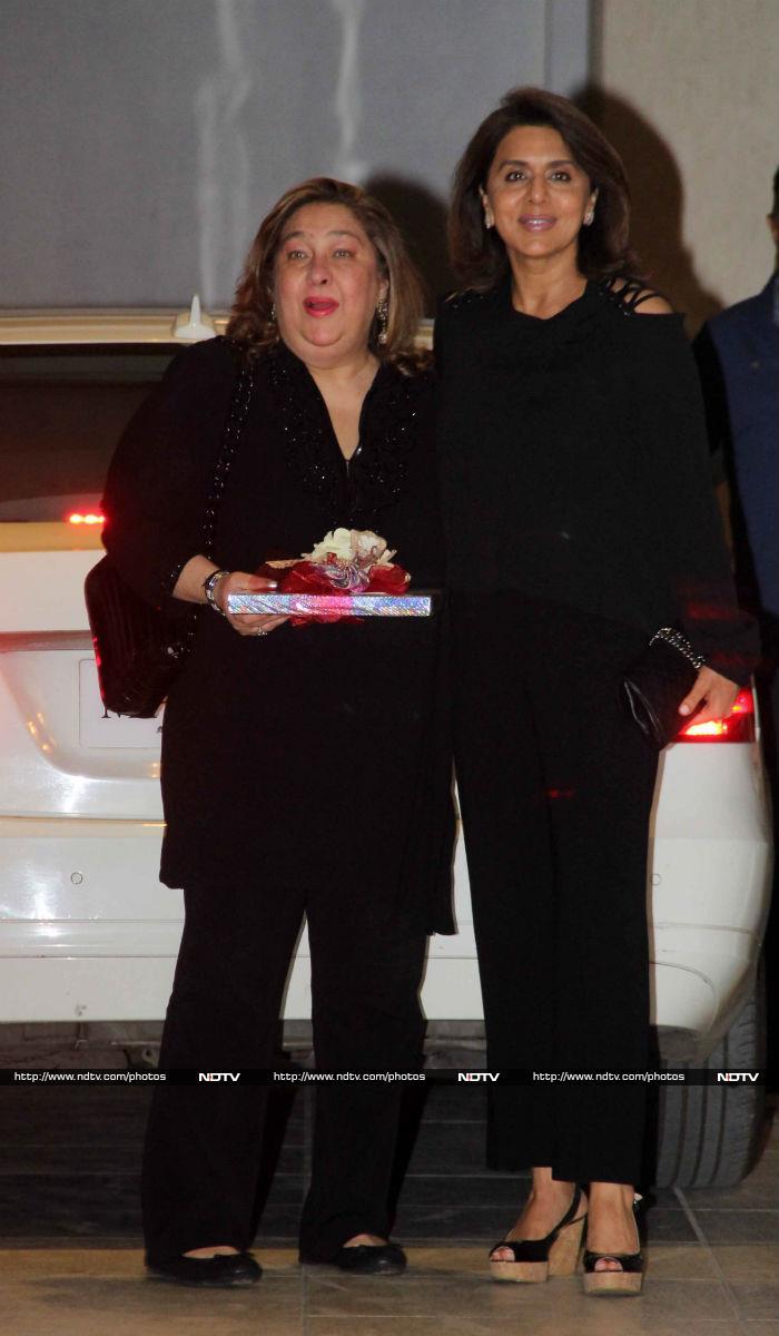 Kareena, Karisma And The Kapoors Celebrate Babita\'s Birthday