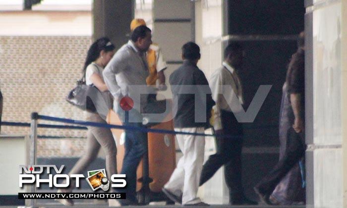 Dutts visit Aishwarya, Beti B