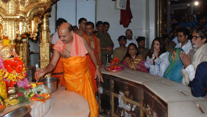 The Bachchans seek blessing at Siddhivinayak temple
