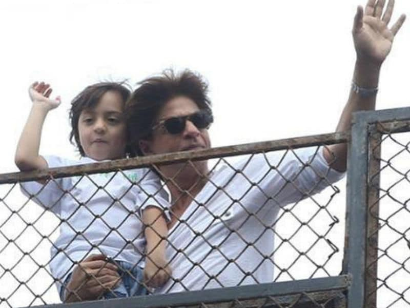 Bakra Eid 2018: Shah Rukh Khan And AbRam Greet Fans