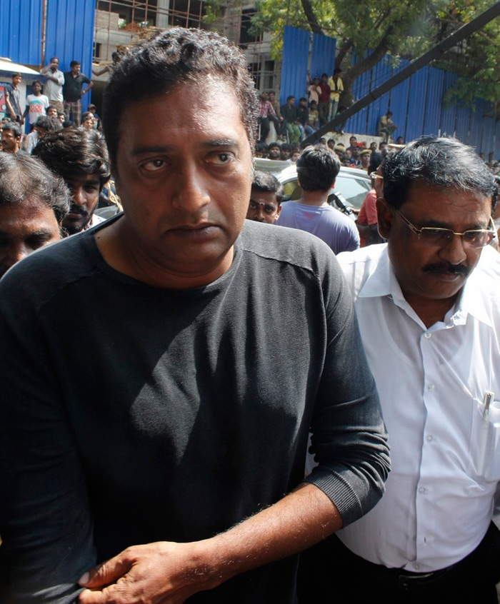 Rajinikanth, Karunanidhi, Prakash Raj at K Balachander\'s Funeral