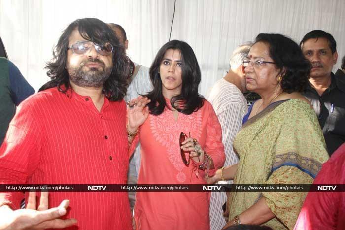 Priyanka, Ileana Seek Blessings at Anurag Basu\'s Saraswati Puja