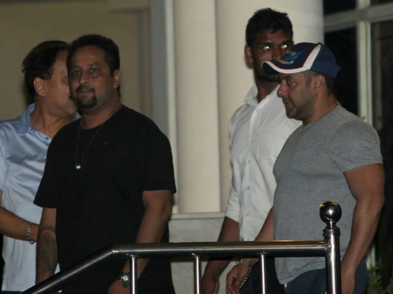 Salman Visits Father Salim Khan in Hospital