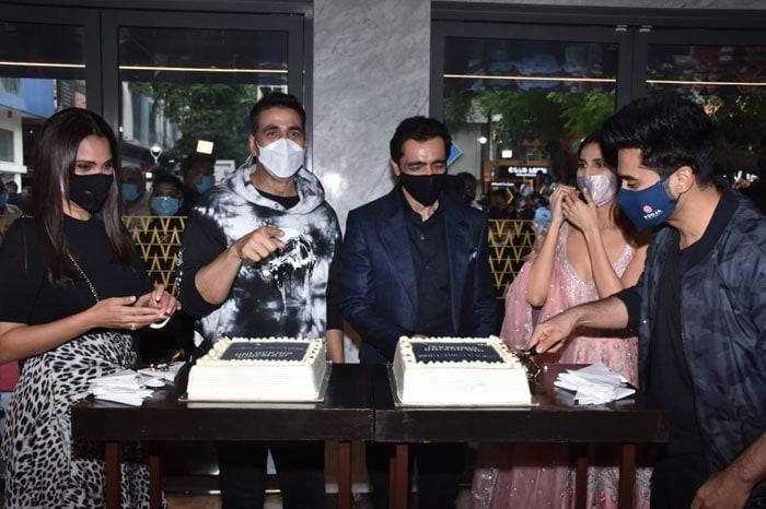 Akshay Kumar, Lara Dutta, Vaani Kapoor Successfully Complete Mission Bell Bottom Trailer Launch