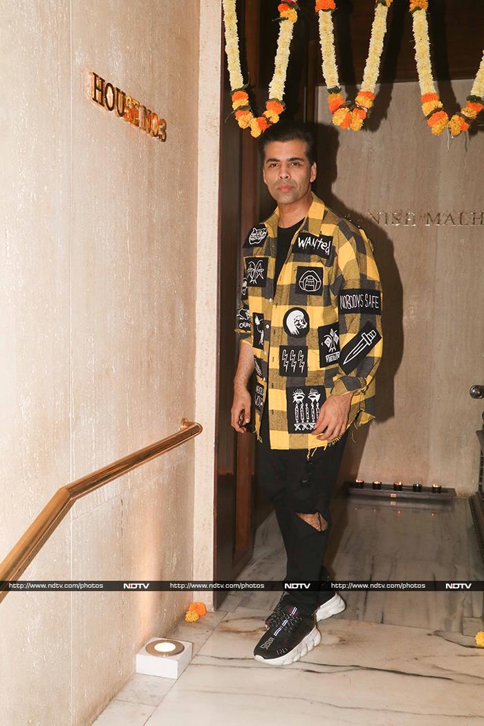Besties Kareena Kapoor And Amrita Arora Dine With Manish Malhotra