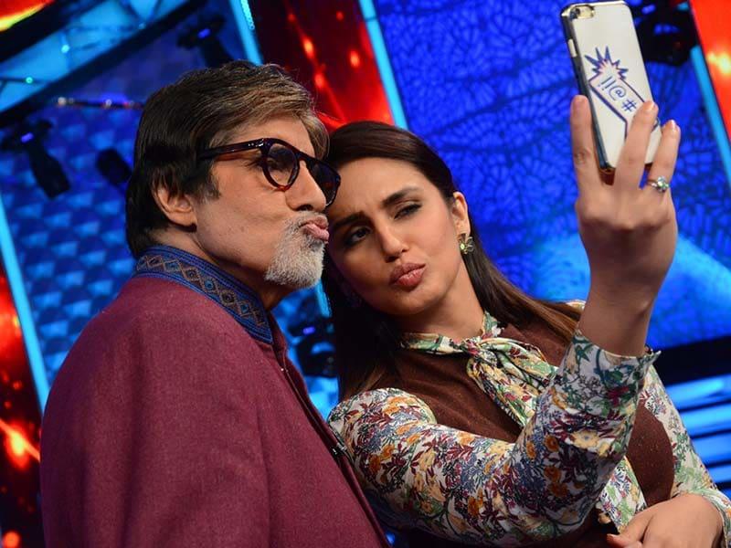Aaj Ki Raat Hai Selfie: 'Poser' Big B With Huma, Ajay, Kapil Dev