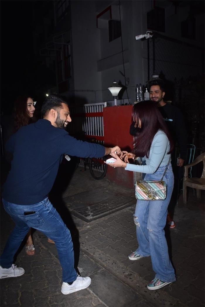Jasmin, Aly And Rahul Vaidya\'s Mini Bigg Boss Reunion With Disha