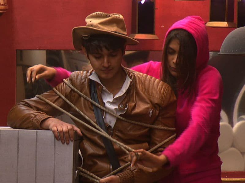 Bigg Boss 10 : Friendship sacrificed for gold