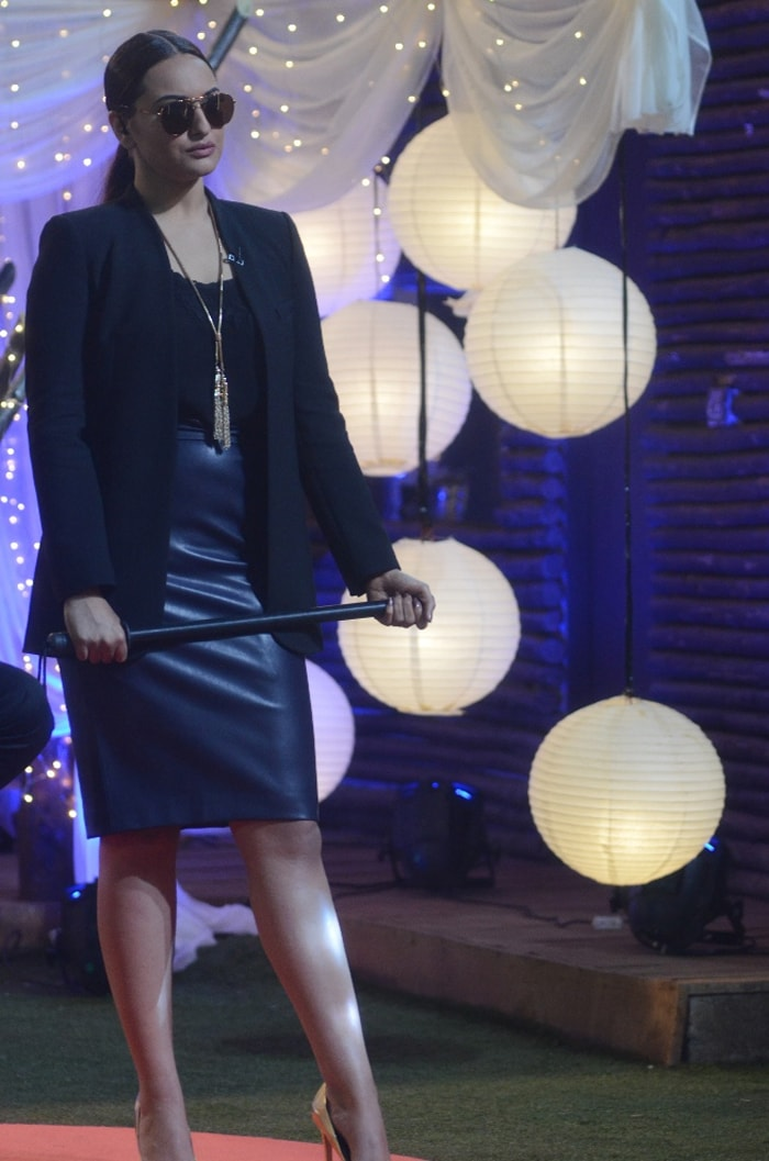 Bigg Boss Finale: Malaika\'s Sizzling Dance, Sonakshi\'s Grilling Session
