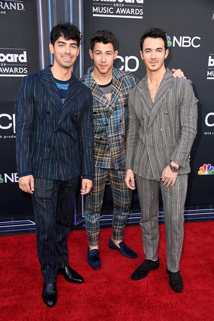 What\'s Priyanka Chopra And Nick Jonas Without Some Red Carpet PDA?