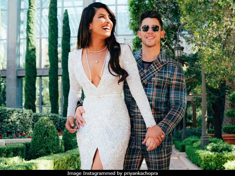 What's Priyanka Chopra And Nick Jonas Without Some Red Carpet PDA?