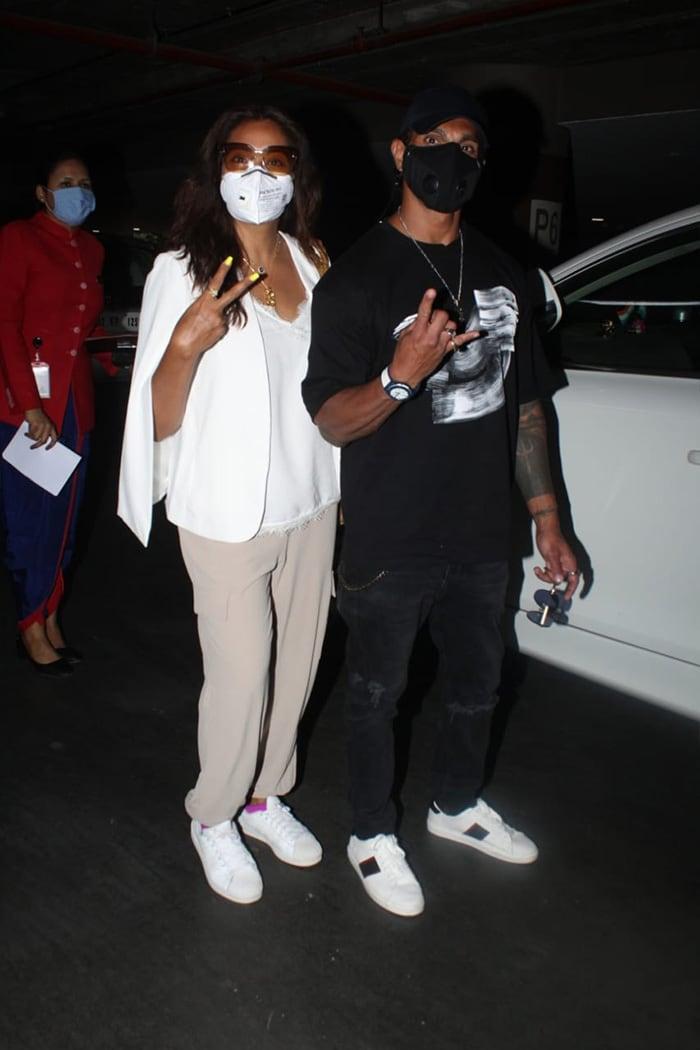 Bipasha Basu And Karan Singh Grover Fly Home From Maldives