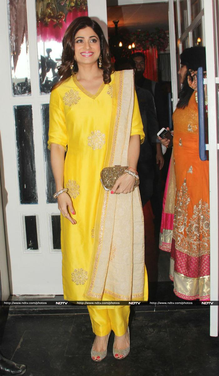 Inside Bipasha Basu and Karan Singh Grover\'s Mehendi Ceremony