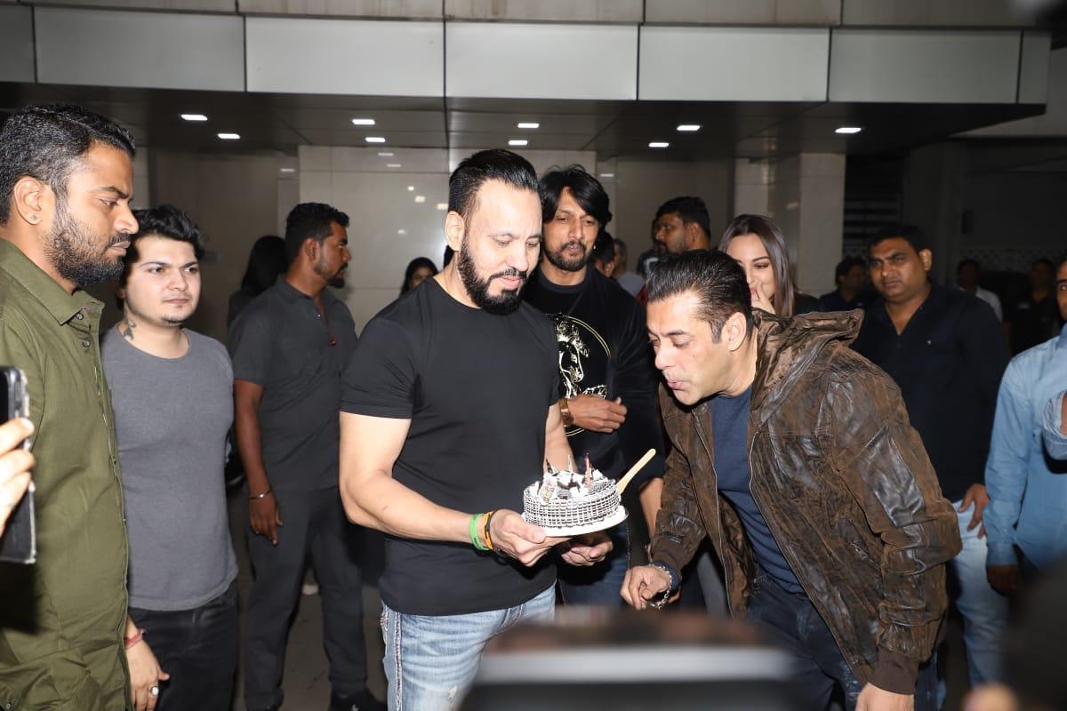 Photo : सलमान खान की बर्थडे पार्टी में इन सितारों ने की शिरकत...