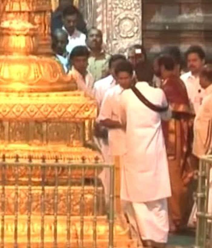 Sachin prays at Tirumala temple