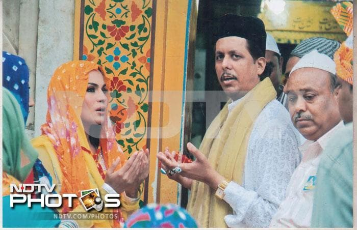 Veena Malik prays at Ajmer Sharif Dargah
