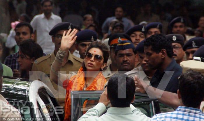 Deepika prays at Siddhivinayak Temple