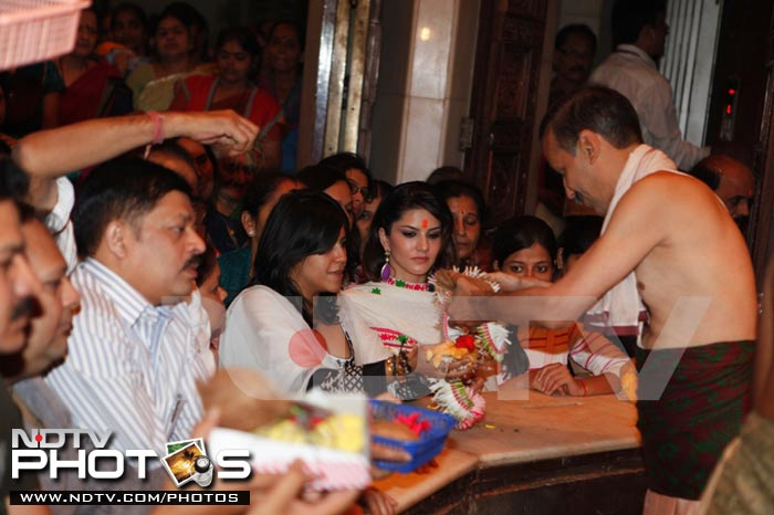 Sunny Leone at Siddhivinayak