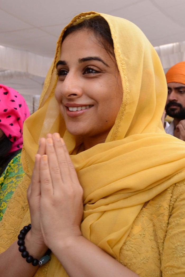 Vidya Balan prays at Golden Temple
