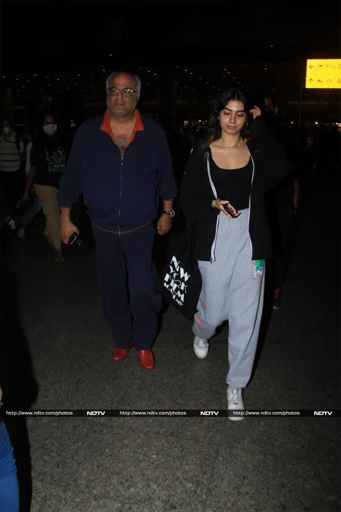 Boney Kapoor And Daughter Khushi Are Back In The Bay
