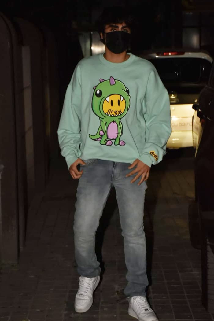 Malaika\'s son Arhaan also accompanied her to the party.