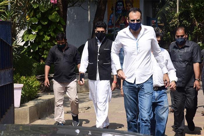 Abhishek Bachchan At Producer Bunty Walia\'s Father\'s Funeral