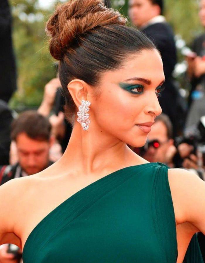 Cannes Film Festival, Day 2: जब ग्रीन कलर के फ्लोर लेंथ गाउन में रेड कार्पेट पर दिखीं दीपिका...